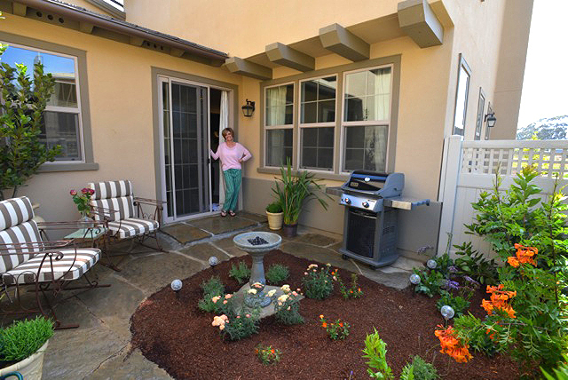 Donna Lynn, Landscape Designer: Virtual Online Landscape ... on Townhouse Patio Design Ideas id=18346